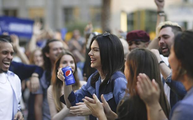 Tras la polémica causada por el nuevo comercial de Pepsi, protagonizado por la modelo Kendall Jenner será removido (Foto:Archivo)