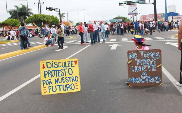 Resultado de imagen para Estudiante de URBE murió arrollado mientras protestaba en Maracaibo