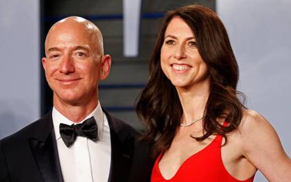 Jeff Bezos y su esposa