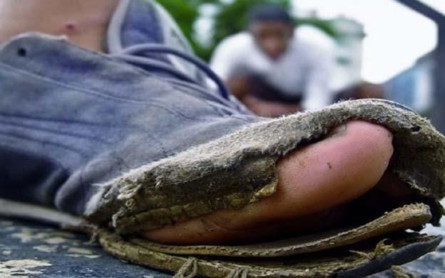 9c6cc0677 Diario La Verdad - Zapatos rotos  Una cruda expresión de la crisis