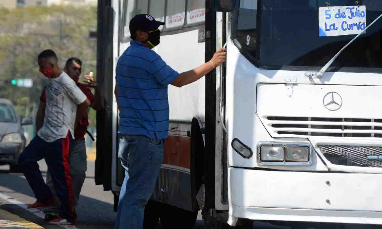 Diario La Verdad - Transportistas y buhoneros rechazan billetes de Bs. 20 y 50 mil